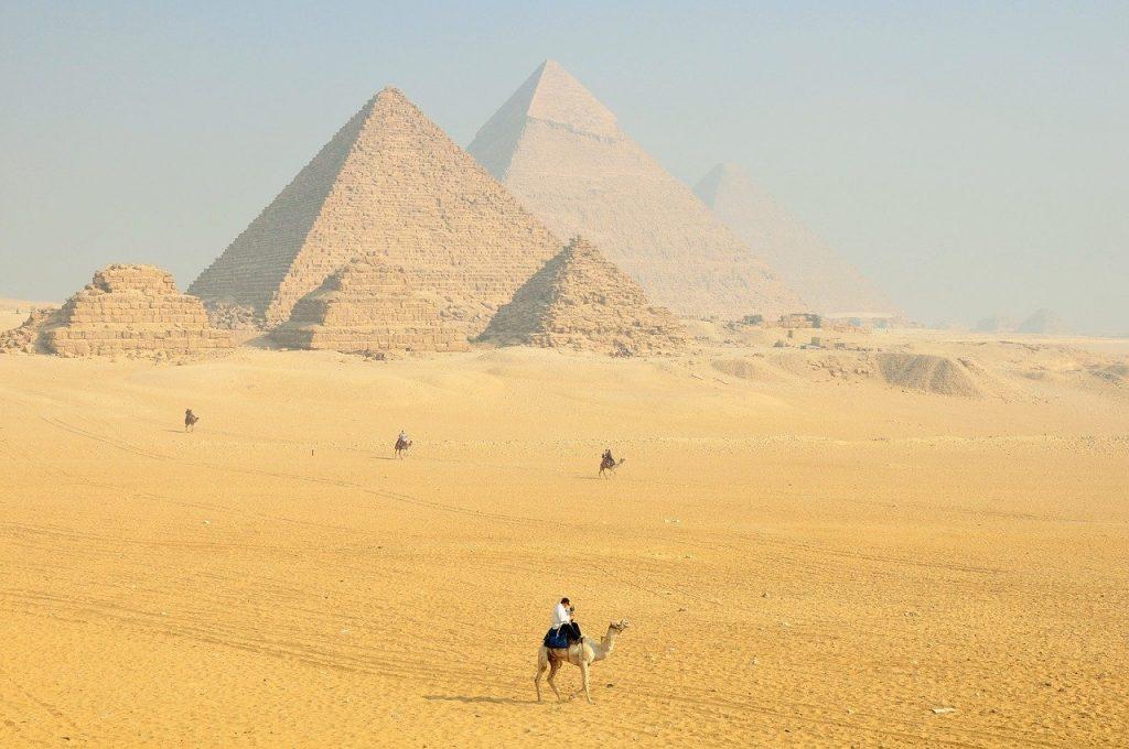 découvrit lEgypte : les pyramides